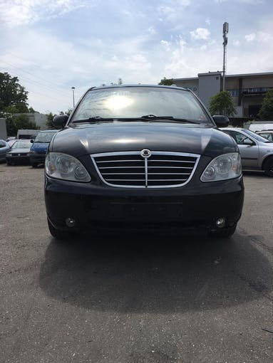 SsangYong Rodius SV 270 Xdi 4WD Deluxe Automatic 148'000 km CHF2'300 - acquistare su carforyou.ch - 1