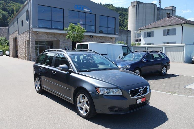 Volvo V50 D3 Momentum Geartronic 95'000 km CHF11'499 - buy on carforyou.ch - 1