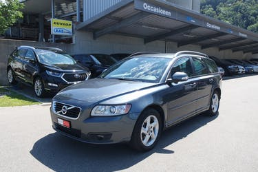 Volvo V50 D3 Momentum Geartronic 95'000 km CHF11'499 - buy on carforyou.ch - 2
