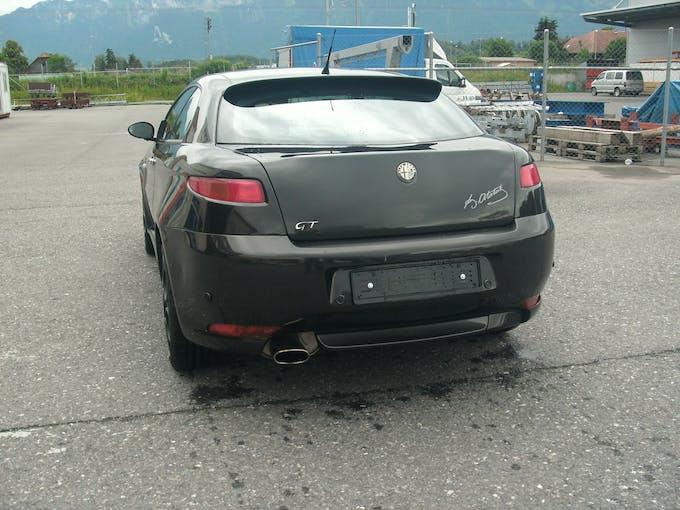 Alfa Romeo GT 1.9 JTD Black Line 145'000 km CHF4'999 - buy on carforyou.ch - 1