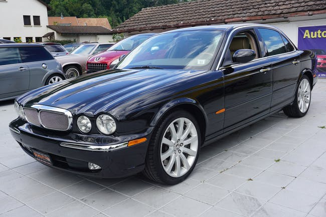Jaguar XJ Super V8 4.2 V8 S/C 213'060 km CHF13'990 - buy on carforyou.ch - 1