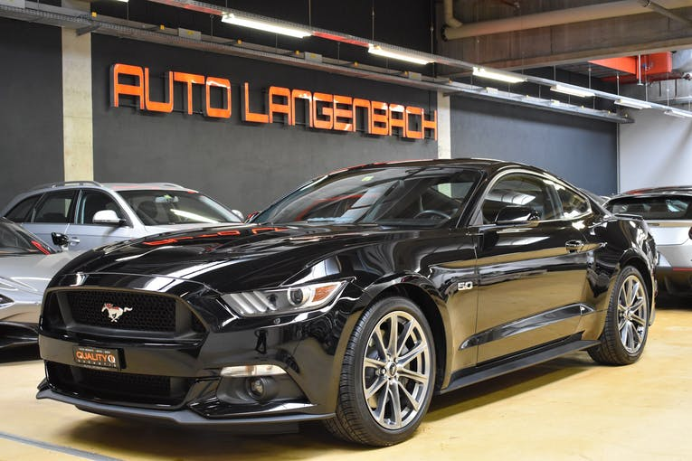 Ford Mustang Fastback 5.0 V8 GT Black Shad Ed. Automat 28'000 km CHF39'999 - buy on carforyou.ch - 1