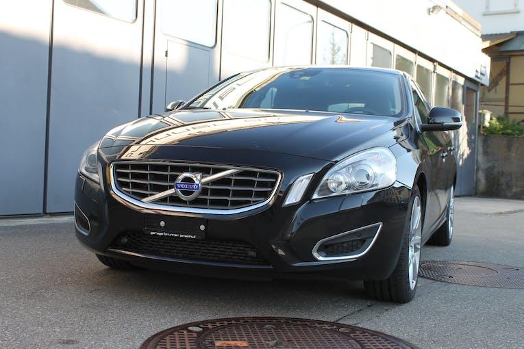 Volvo V60 D5 AWD Momentum Geartronic 96'000 km CHF18'400 - buy on carforyou.ch - 1