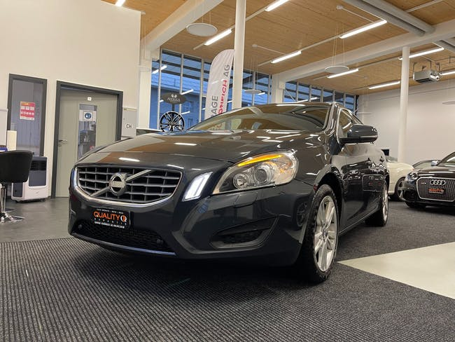 Volvo V60 D4 Momentum Geartronic 154'000 km CHF9'900 - acquistare su carforyou.ch - 1