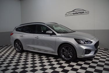 Ford Focus 1.5 TDCi ST Line Automatic 600 km CHF26'290 - buy on carforyou.ch - 2