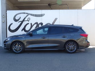 Ford Focus Station Wagon 1.0i EcoB Hybrid 125 ST-Line 6'900 km CHF24'890 - buy on carforyou.ch - 2