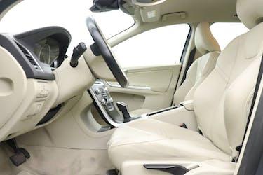 Volvo XC60 2.4 D5 Momentum AWD S/S 71'000 km CHF25'900 - buy on carforyou.ch - 3