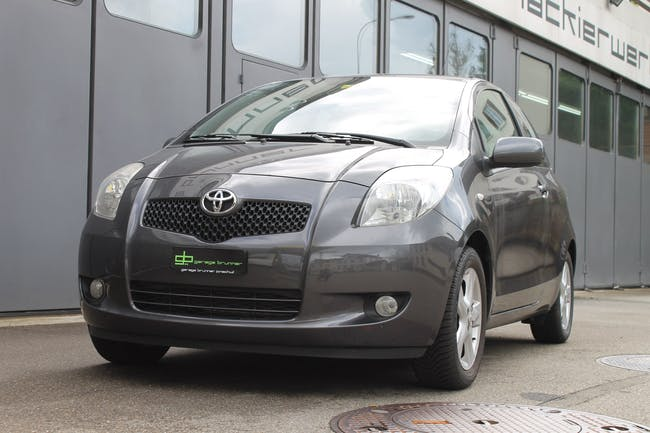 Toyota Yaris 1.3 Linea Sol 106'000 km CHF6'400 - buy on carforyou.ch - 1