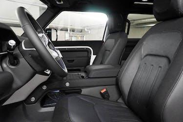 Land Rover Defender 90 2.0 Si4 X-Dynamic SE 23 km CHF85'900 - buy on carforyou.ch - 2