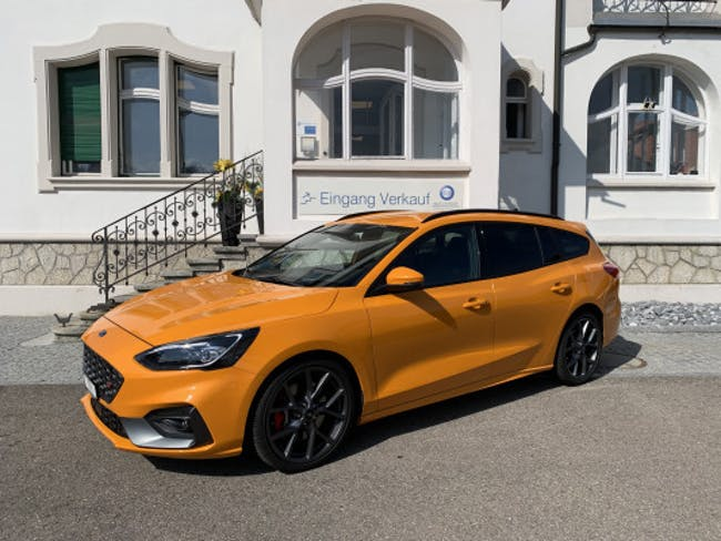 Ford Focus ST 2.3 Styl.Paket A 9'500 km CHF34'900 - buy on carforyou.ch - 1