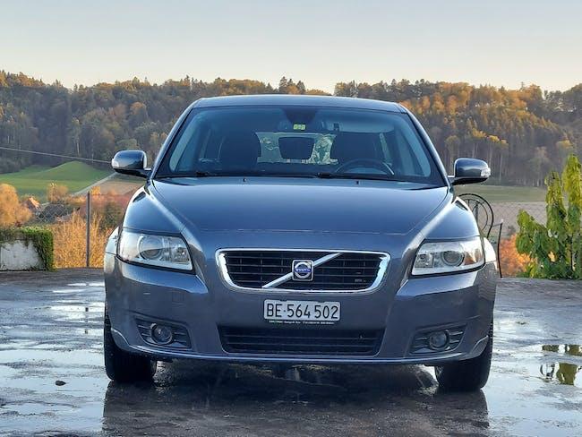 Volvo V50 Momentum 2.0 in gutem Zustand zu verkaufen 160'000 km CHF3'900 - buy on carforyou.ch - 1