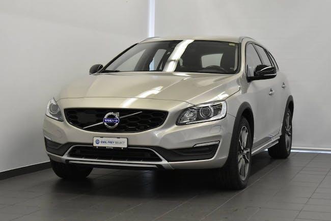 Volvo V60 Cross Country 2.4 D4 Executive AWD S/S 104'100 km CHF21'500 - buy on carforyou.ch - 1
